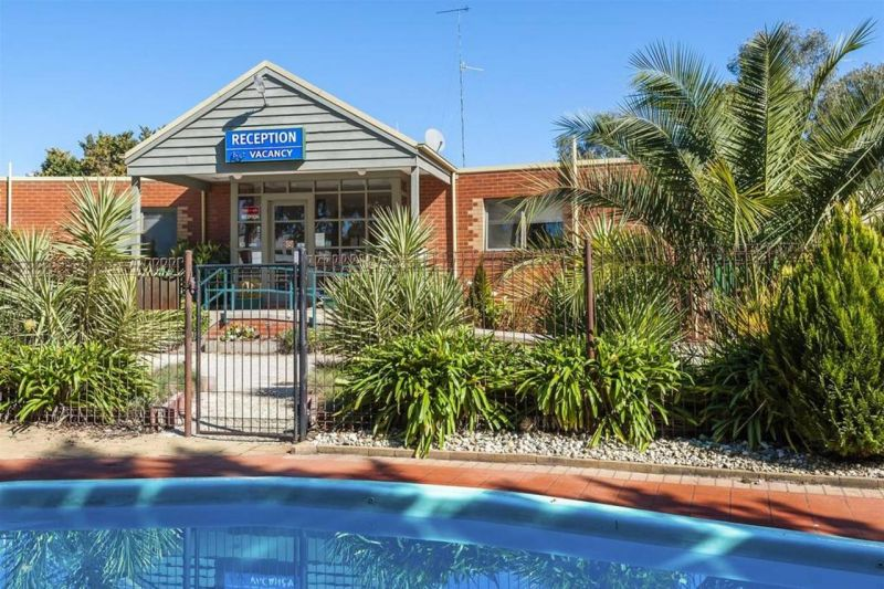COMFORT INN COACH AND BUSHMANS - Accommodation Adelaide