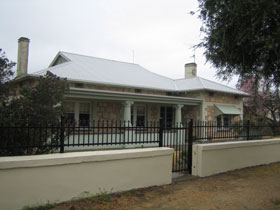 Naracoorte Cottages - MacDonnell House - Accommodation Adelaide