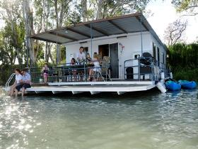 The Murray Dream Self Contained Moored Houseboat - Accommodation Adelaide