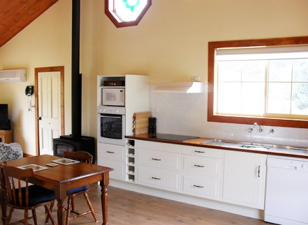 The Old Oak Bed and Breakfast - The Shearing Quarters - Accommodation Adelaide