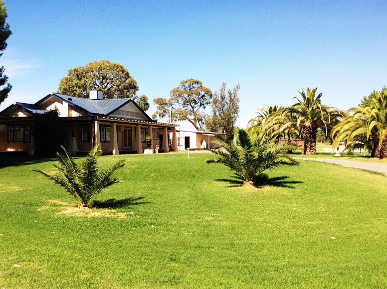 Curlwaa Caravan Park - Accommodation Adelaide