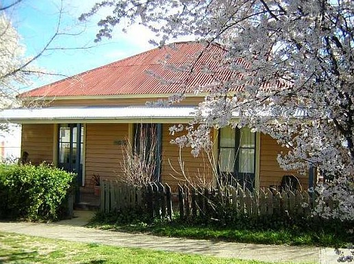 Cooma Cottage - Accommodation - Accommodation Adelaide