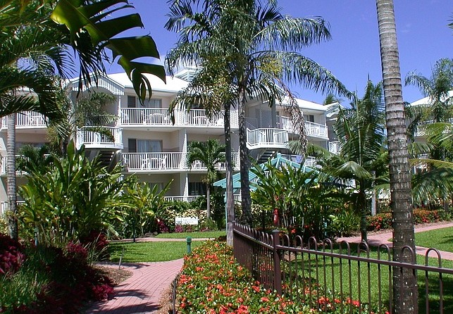 Australis Cairns Beach Resort - Accommodation Adelaide