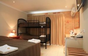 Emerald Central Palms Motel - Accommodation Adelaide