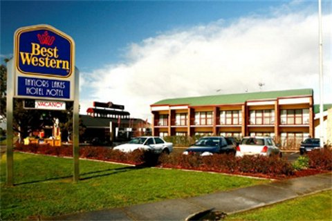 Taylors Lakes Hotel - Accommodation Adelaide