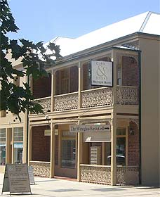 Cobb  Co Court Boutique Hotel - Accommodation Adelaide