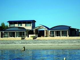 Baird Bay Ocean Eco Apartments