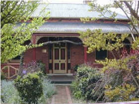 FINCHES OF BEECHWORTH - Accommodation Adelaide