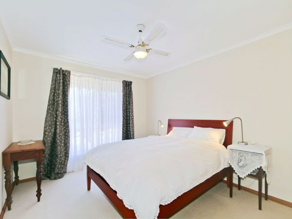 Century 21 SouthCoast: Sun And Sea - Accommodation Adelaide