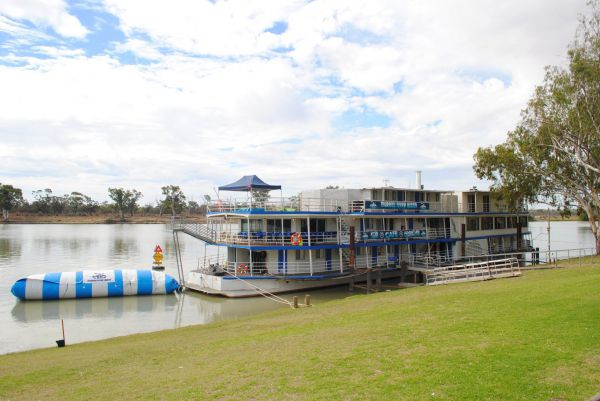 Murray River Queen Backpackers - Accommodation Adelaide