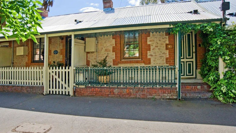 The Lion Cottage - Accommodation Adelaide