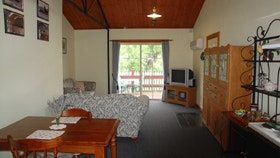 The Old Oak Bed and Breakfast - The Shearing Shed - Accommodation Adelaide