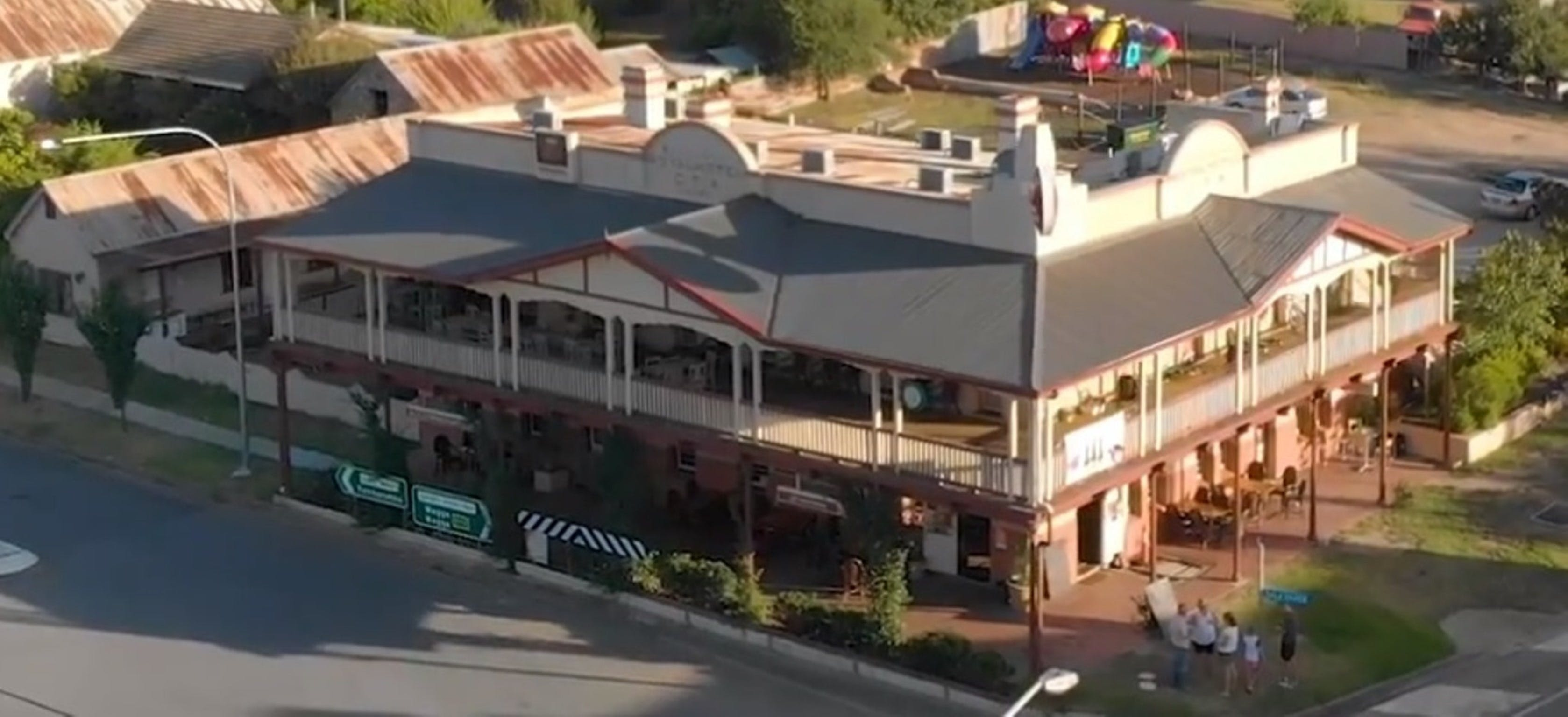 Royal Hotel Adelong - Accommodation Adelaide