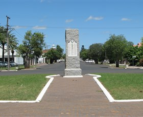 War Memorial and Heroes Avenue - Accommodation Adelaide