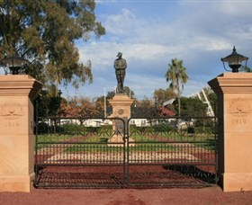 Dalby War Memorial and Gates - Accommodation Adelaide