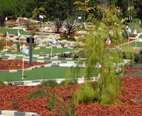 18 Hole Mini Golf - Club Husky - Accommodation Adelaide