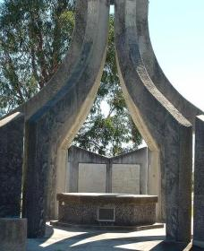 Inverell and District Bicentennial Memorial - Accommodation Adelaide