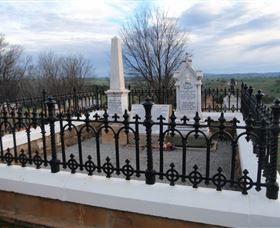 Hamilton Humes Grave - Accommodation Adelaide