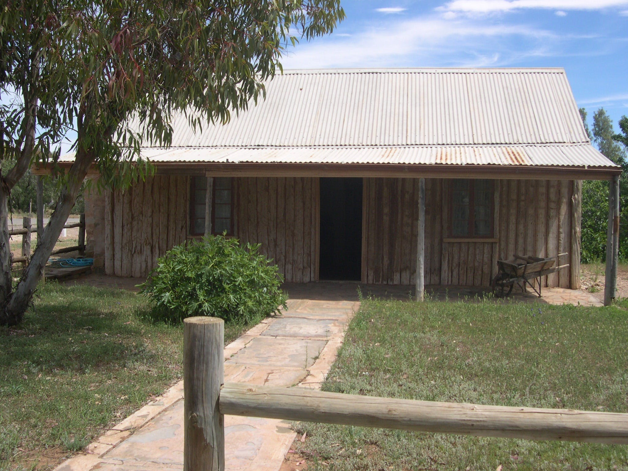 Early Settlers Cottage Solly's Hut - Accommodation Adelaide