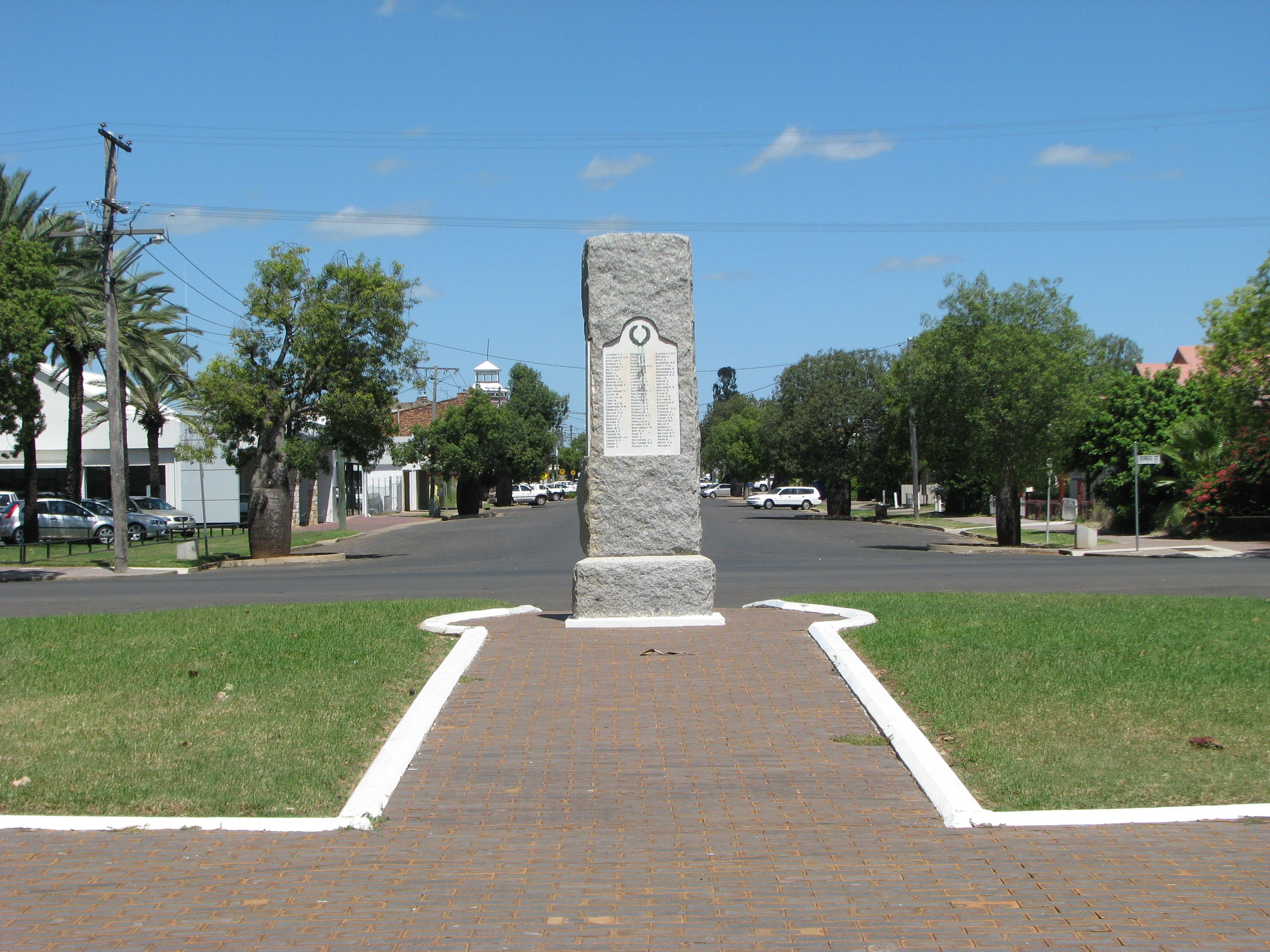 War Memorial and Heroes Avenue Roma - Accommodation Adelaide
