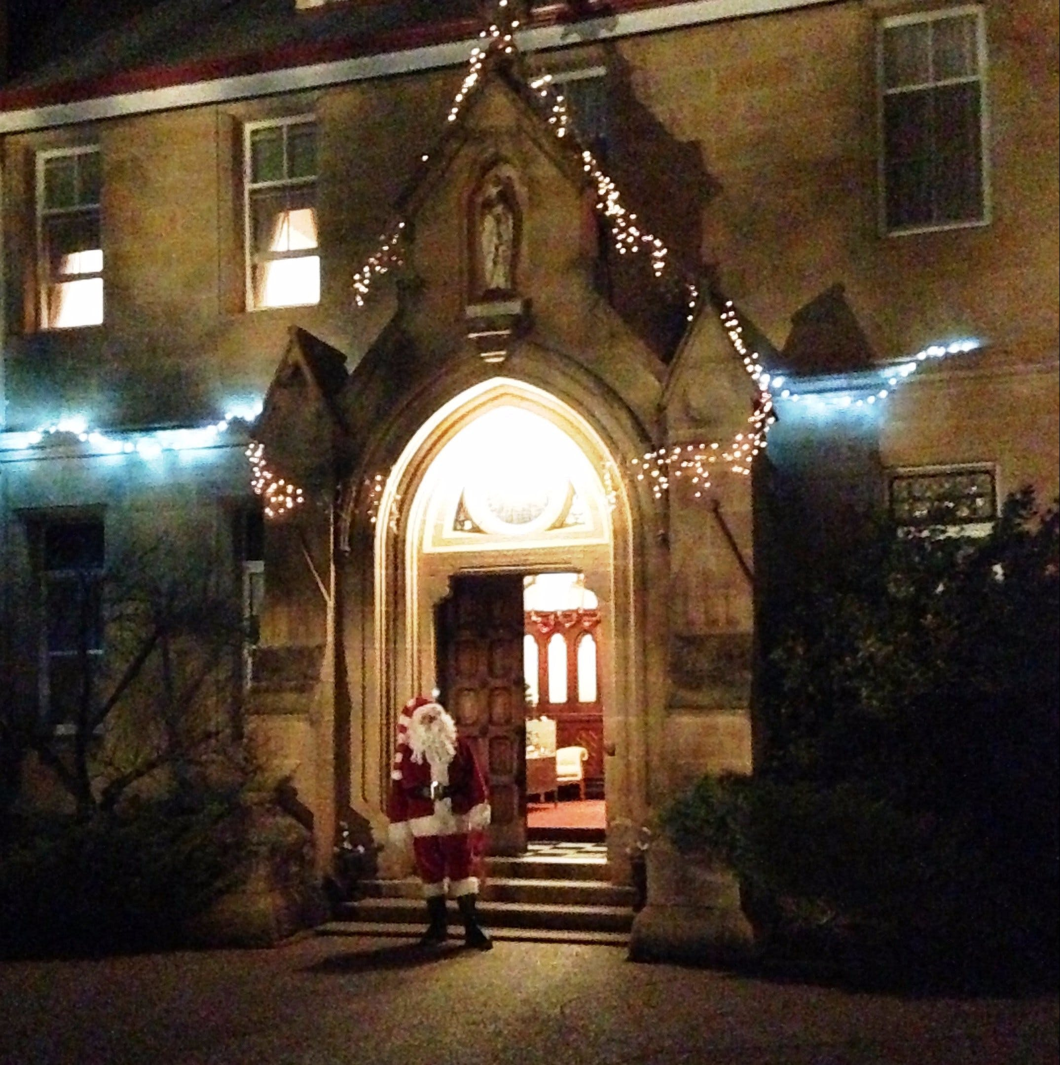 Abbey of the Roses - Christmas in July - Accommodation Adelaide