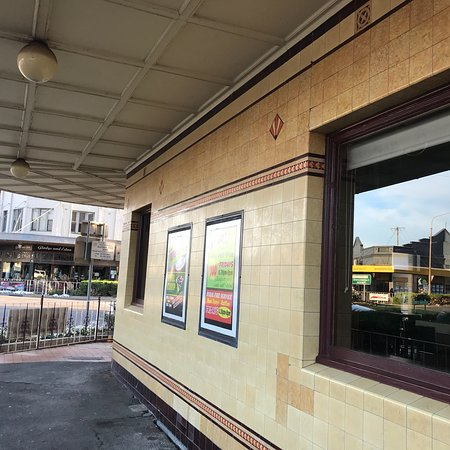 Commercial Hotel Bistro - Accommodation Adelaide