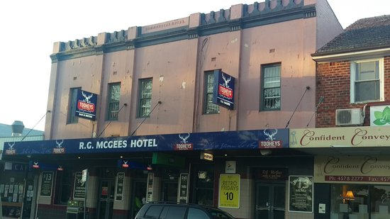 R. G. McGees Hotel - Accommodation Adelaide