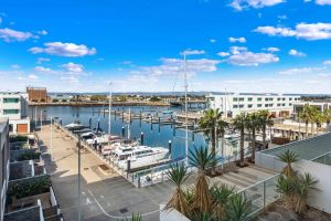 Port Adelaide Executive Waterfront Apartment - Accommodation Adelaide