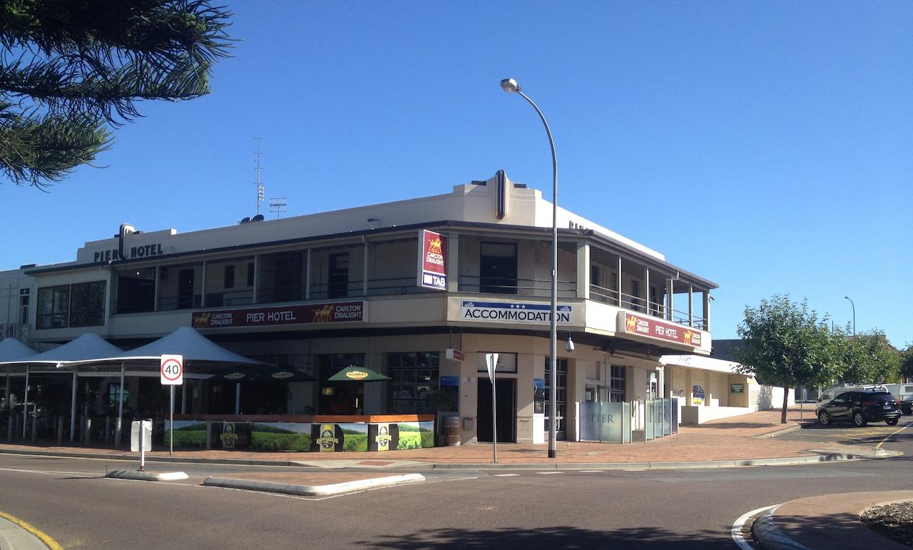 Pier Hotel - Accommodation Adelaide