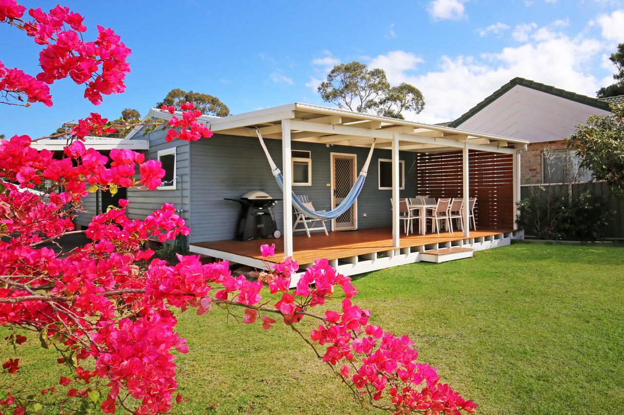 Hayes Beach House - Jervis Bay - Pet Friendly - Accommodation Adelaide