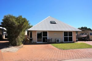 Osprey Holiday Village Unit 103/1 Bed - Perfect short stay apartment with King size bed - Accommodation Adelaide
